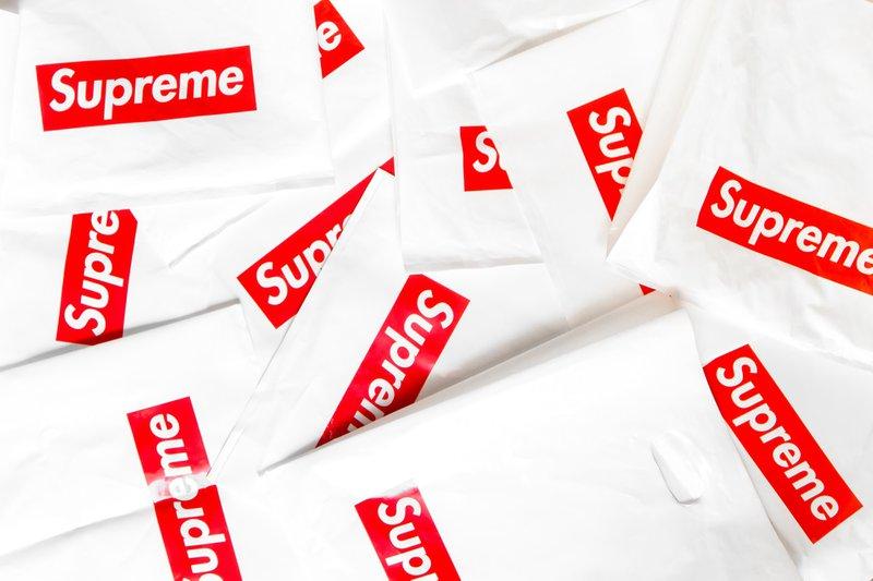 Supreme - histórias
